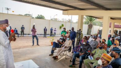 Photo of Kwara Governor Meets Owners of  Businesses Looted In Ilorin